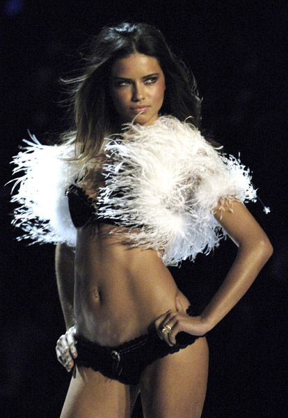 adriana lima victoria secret runway. 10th Victoria#39;s Secret Fashion