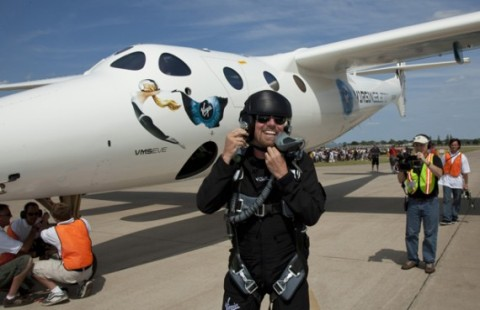 sir-richard-bronson-virgin-galactic-vms-eve-maiden-flight-oshkosh-570x369