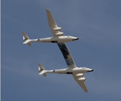 virgin-galactic-vms-eve-maiden-flight-oshkosh-570x479